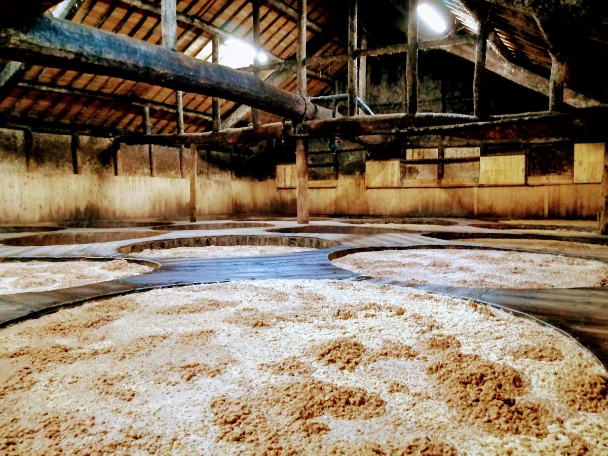 醤の里は日本でも稀有な木樽醸造の集積地です
